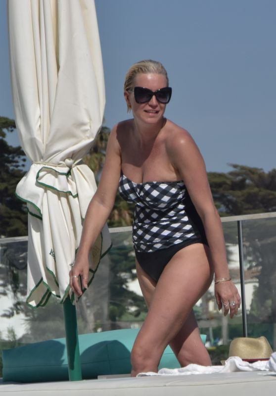 Denise Van Outen at the Max Beach Club in Marbella 08/04/2017