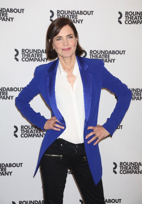 "Elizabeth McGovern – ""Time and The Conways"" Cast Photocall in NYC 08/24/2017"