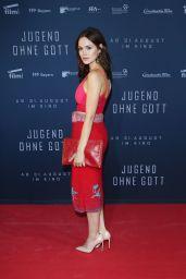 """Emilia Schüle - """"Jugend Ohne Gott"""" Premiere in Munich 08/21/2017"""