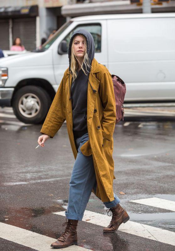 "Emma Stone - ""Maniac"" Set in Downtown Manhattan 08/14/2017"
