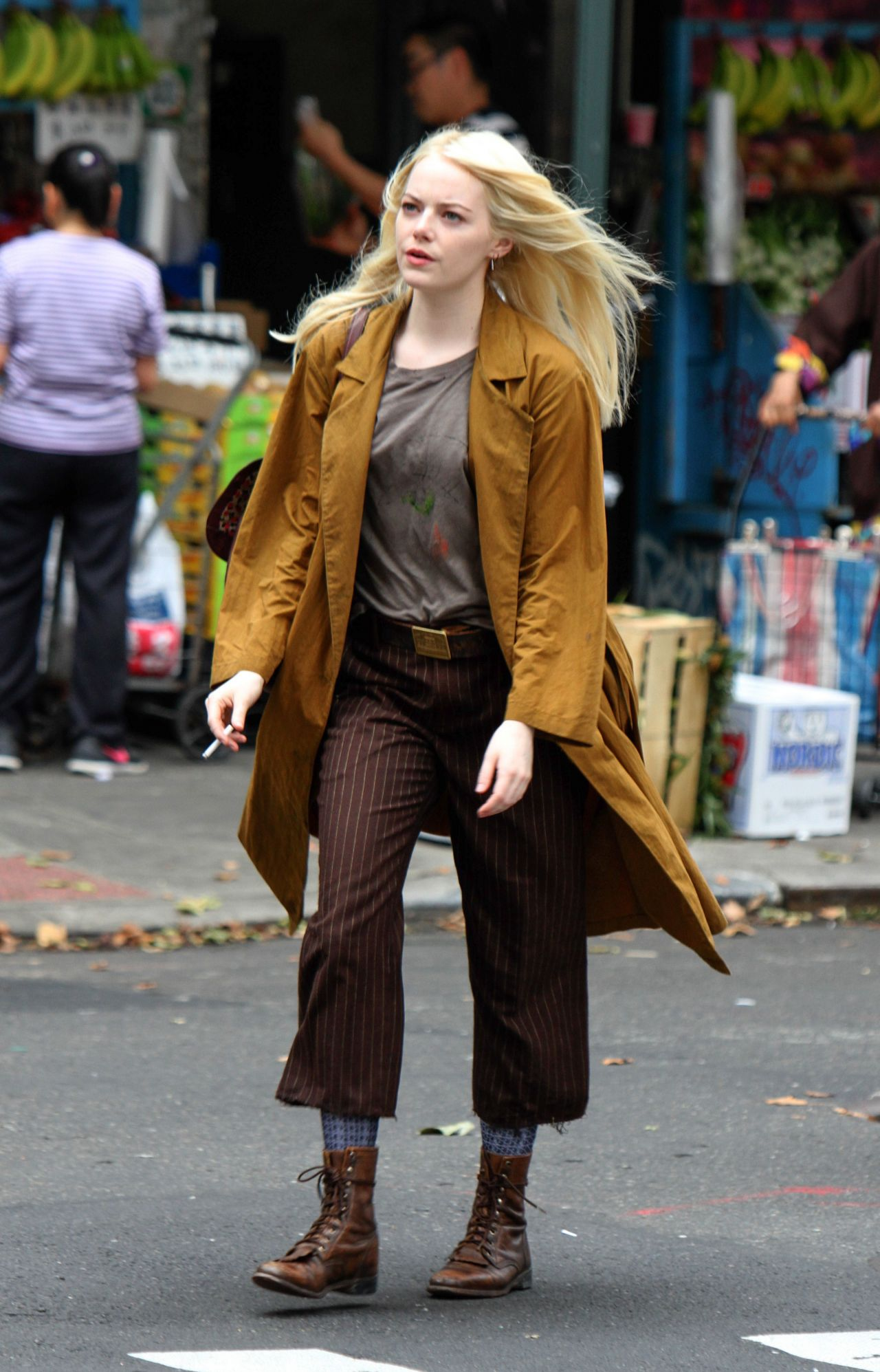 "Emma Stone - Shooting Scenes on the Set of ""Maniac"" in NYC ... Emma Stone Maniac"