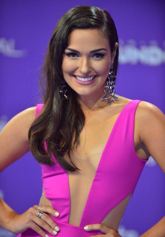 "Estefany Oliveira – ""Premios Tu Mundo"" in Miami 08/24/2017"
