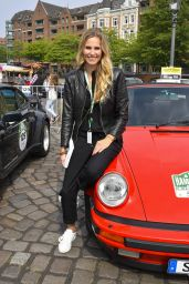 Eve Scheer - Berlin Klassik Auto Rally, Start in Hamburg 08/24/2017