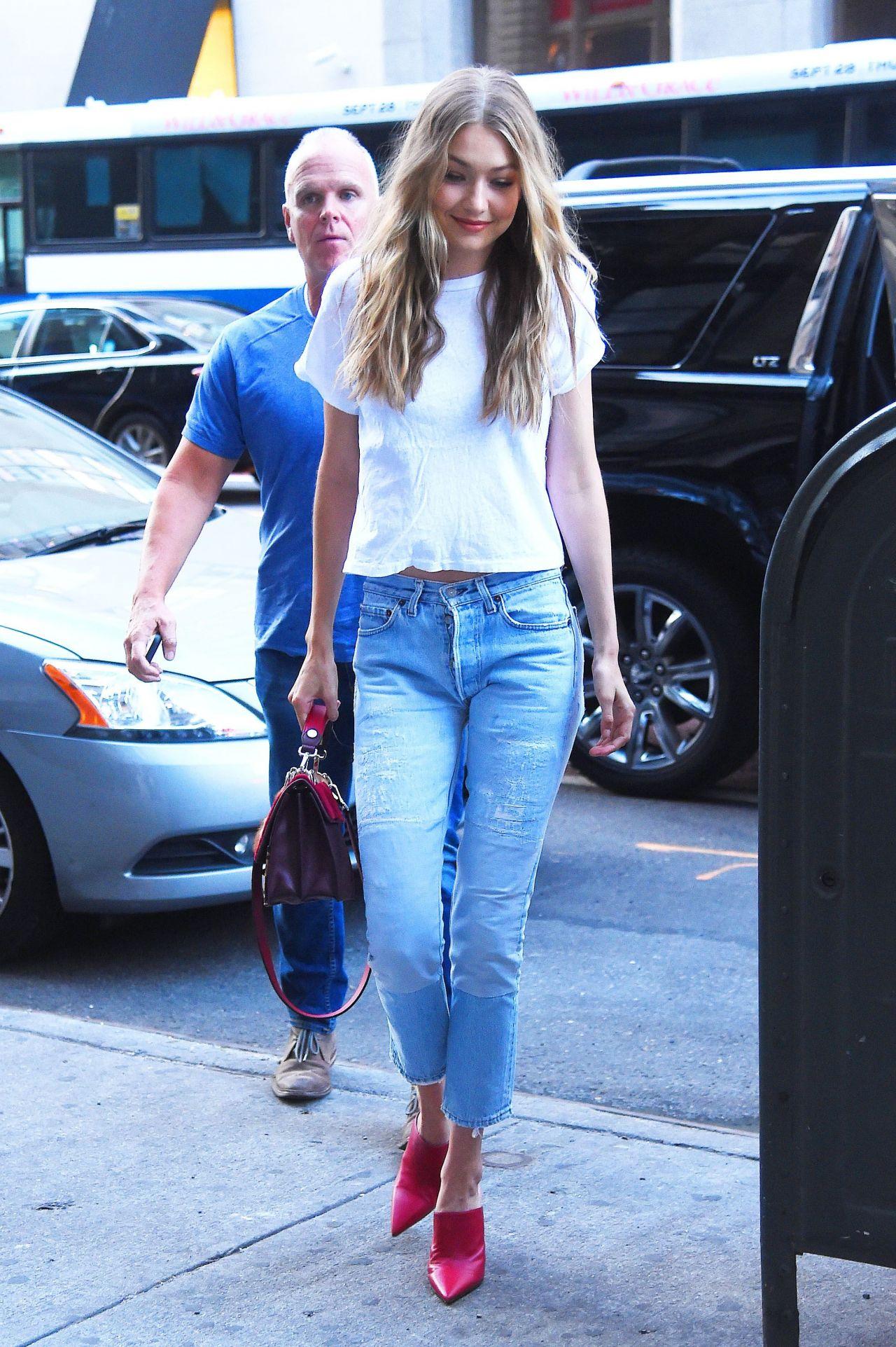 Gigi Hadid Casual Style Midtown New York 08 28 2017