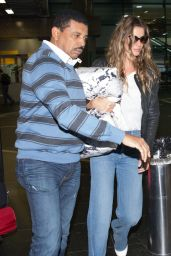 Gisele Bündchen in Travel Outfit - Arriving on a Flight at Guarulhos International Airport in São Paulo 08/15/2017