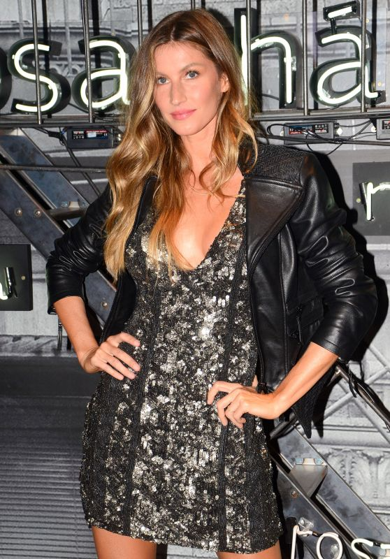 Gisele Bundchen - Rosa Cha Summer Collection Lauch Event in Sao Paulo 08/16/2017