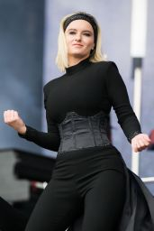 Grace Chatto – Performs at V Festival in Chelmsford, UK 08/20/2017