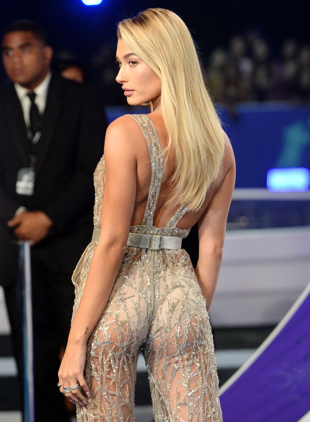 Hailey Baldwin Mtv Video Music Awards In Los Angeles 08