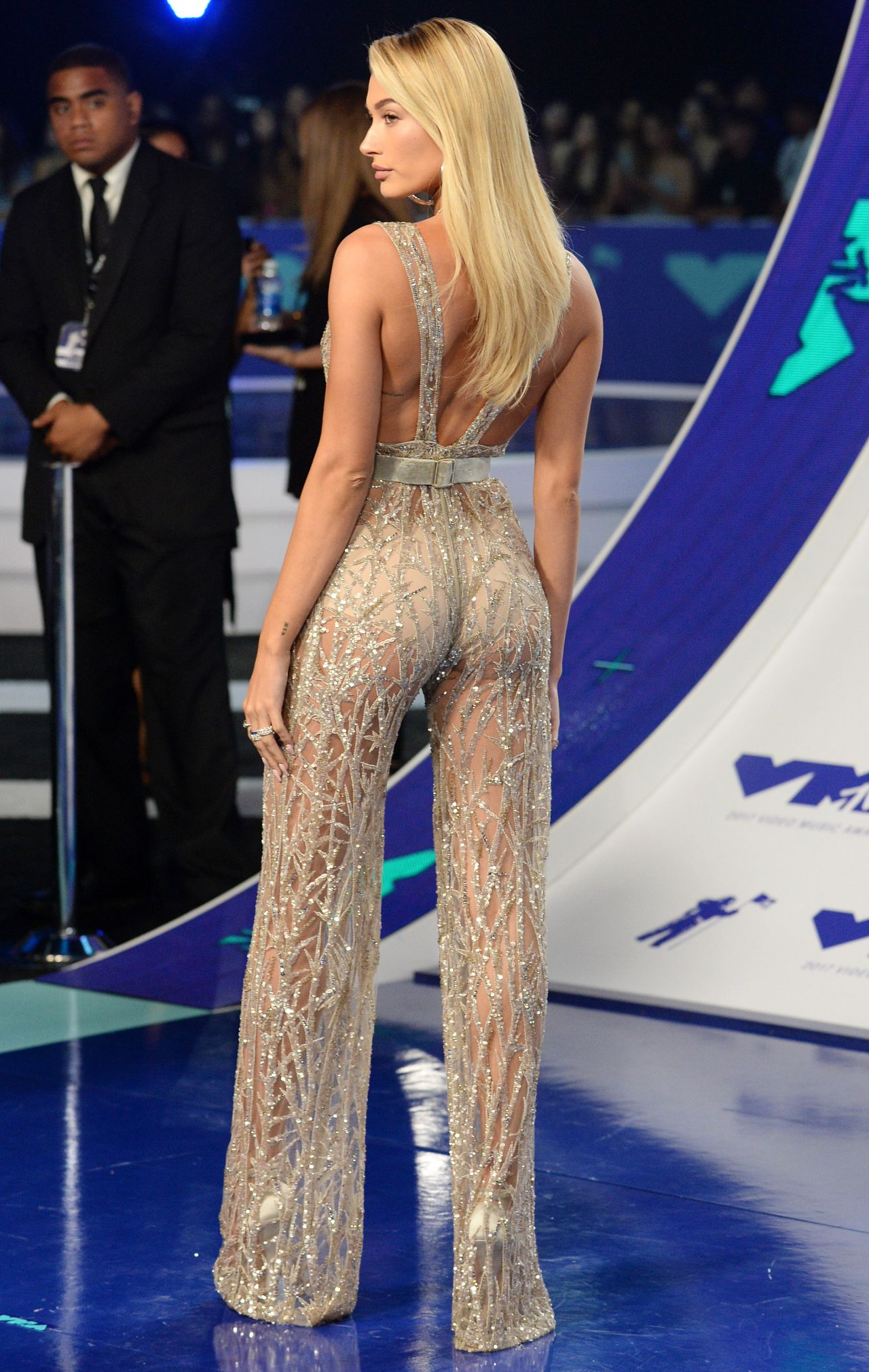 Hailey Baldwin – MTV Video Music Awards in Los Angeles 08 ...
