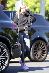 Hailey Baldwin Street Style - Leaves the Nine Zero One Salon in West Hollywood 08/10/2017