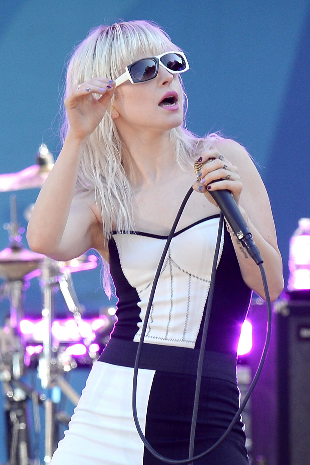 hayley williams performs live on good morning americas