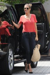 Heidi Klum in Low-Key Jeans and a Tee - Los Angeles 08/24/2017