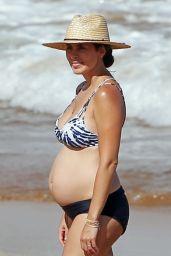 Jamie-Lynn Sigler Show Off Her Baby Bump in a Bikini - Maui 08/23/2017
