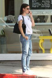 Jennifer Garner in Jeans - Santa Monica 08/14/2017