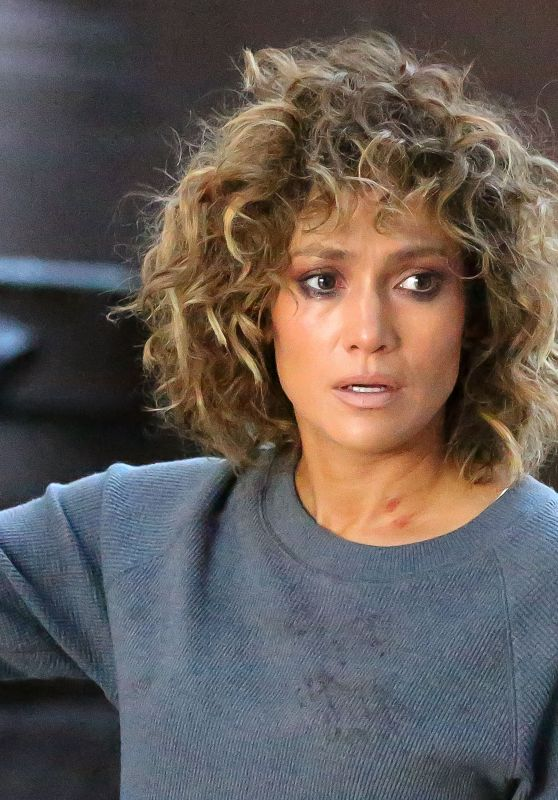 "Jennifer Lopez - Sheds Tears on Set of ""Shades of Blue"" in NYC 08/11/2017"