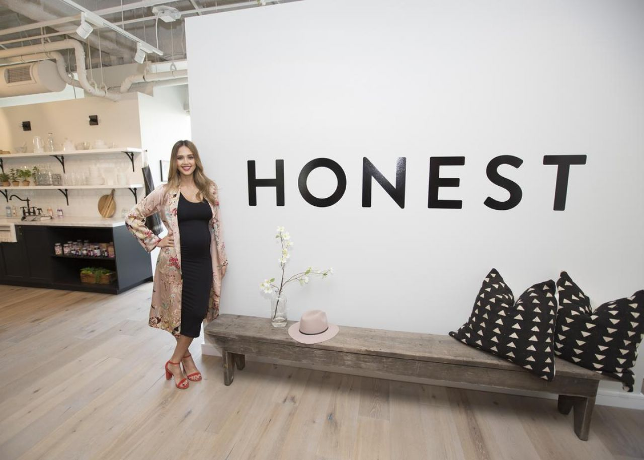 http://celebmafia.com/wp-content/uploads/2017/08/jessica-alba-at-the-honest-company-in-hollywood-08-24-2017-9.jpg