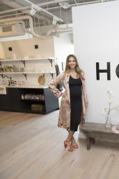 Jessica Alba at The Honest Company in Hollywood 08/24/2017