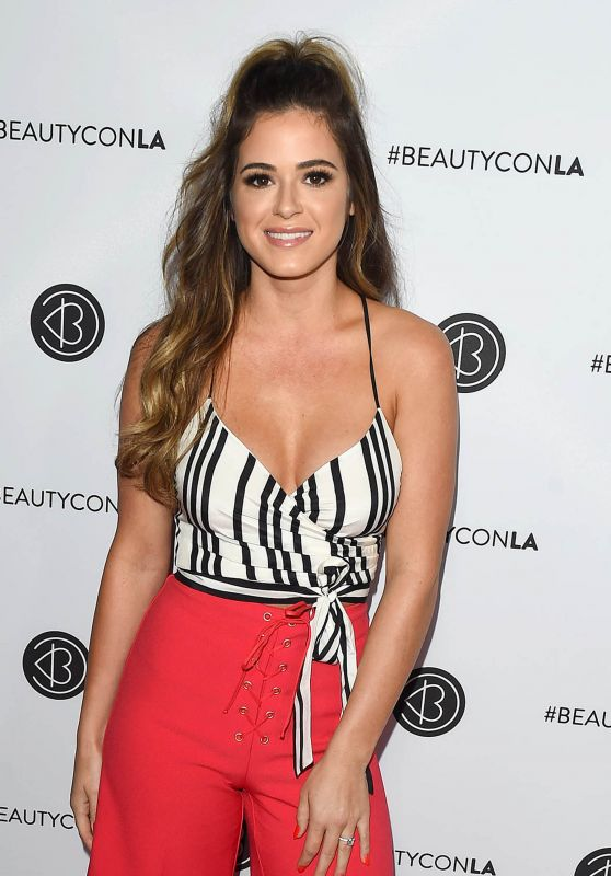 JoJo Fletcher – Beautycon Festival in Los Angeles 08/12/2017