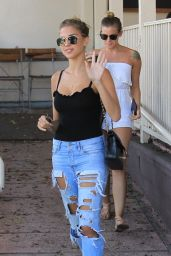 Kara Del Toro in Ripped Jeans - Lunch at Le Pain Quotidien in Hollywood 08/21/2017