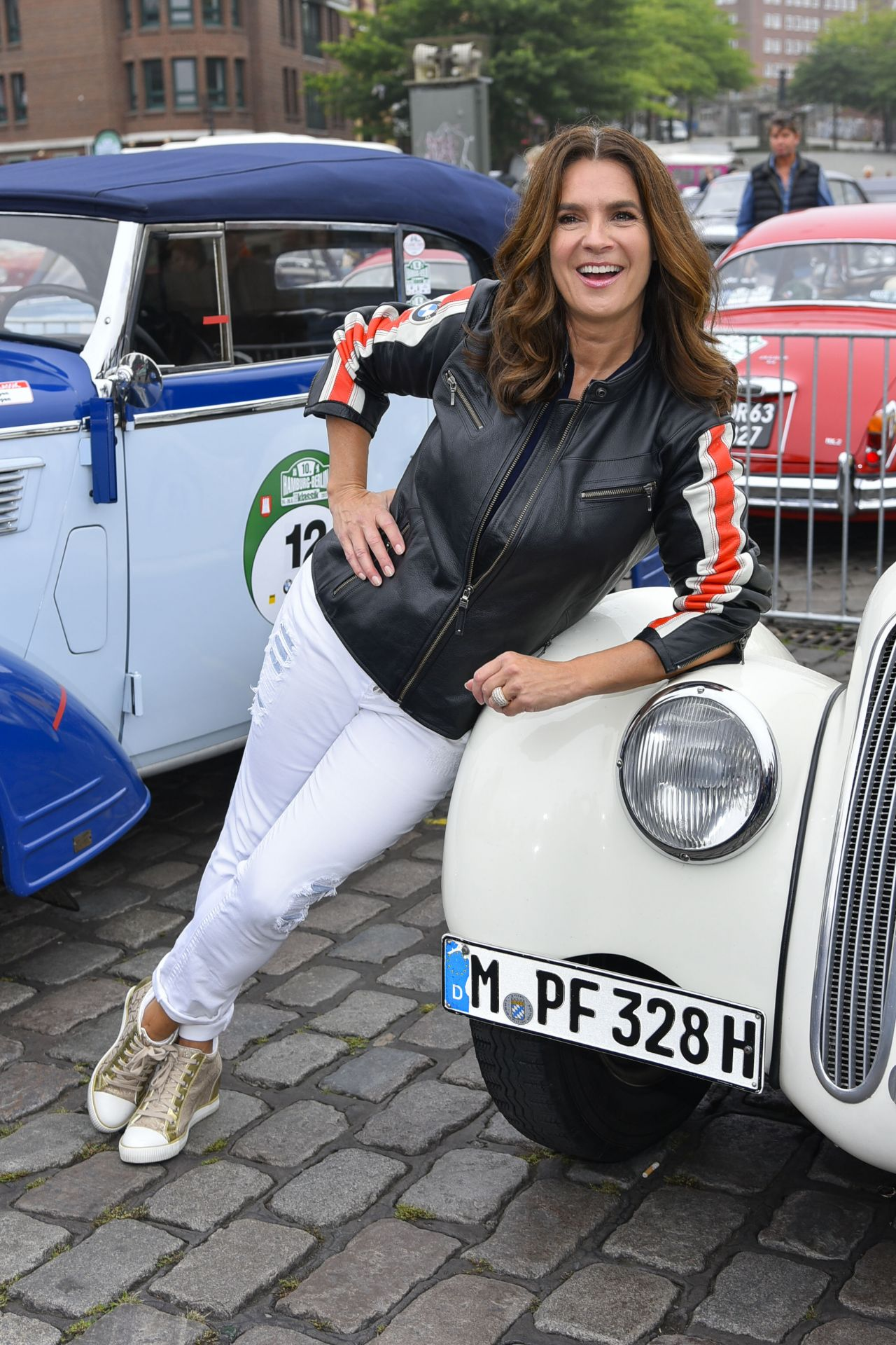 katarina witt berlin klassik auto rally start in hamburg 08 24 2017. Black Bedroom Furniture Sets. Home Design Ideas