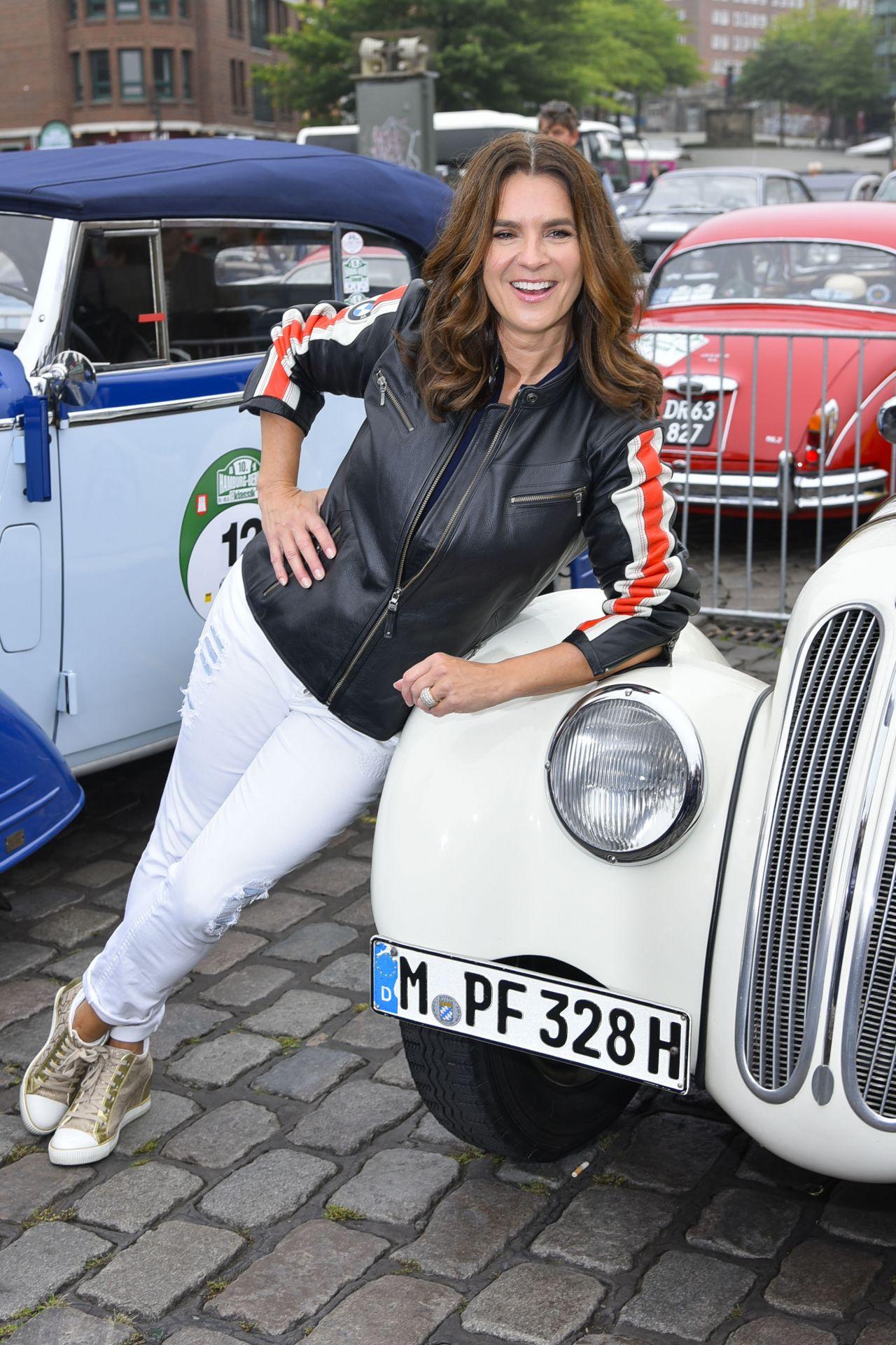 katarina witt berlin klassik auto rally start in hamburg 08242017