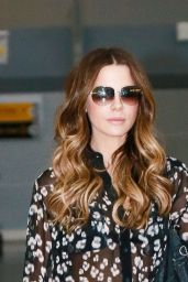 Kate Beckinsale in Travel Outfit - JFK Airport in NYC 08/25/2017
