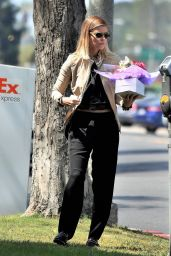 Kate Mara - Bringing a Gift and Some Roses With Her in West Hollywood 08/21/2017