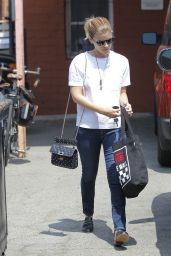 Kate Mara - Out for Lunch With Friends at Cafe Gratitude in Beverly Hills 08/24/2017
