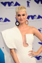 Katy Perry – MTV Video Music Awards in Los Angeles 08/27/2017