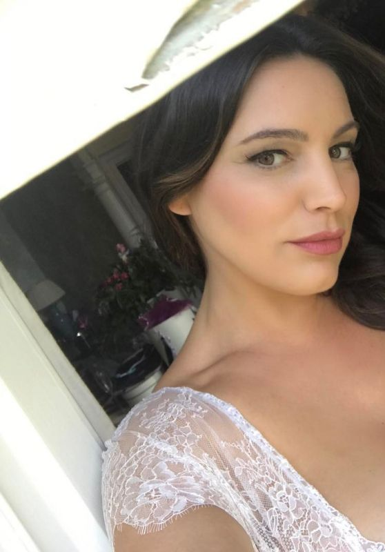 Kelly Brook - Social Media Pics 08/23/2017