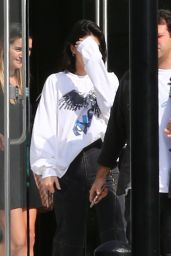 Kendall Jenner - Leaving a Studio With Friends in Culver City 08/25/2017