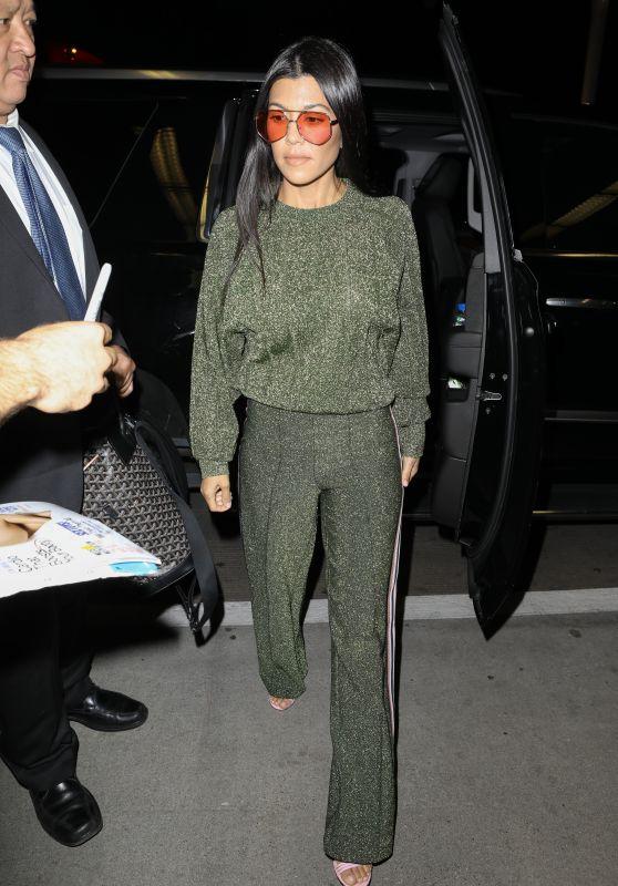 Khloé & Kourtney Kardashian - Leaving LAX Airport in LA 08/02/2017