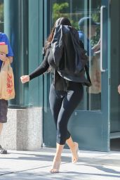 Kim Kardashian Camera Shy - New York 08/19/2017