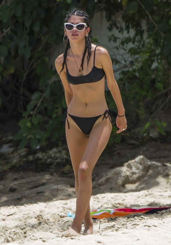 Kim Turnbull in Bikini at the Beach in Barbados 08/01/2017