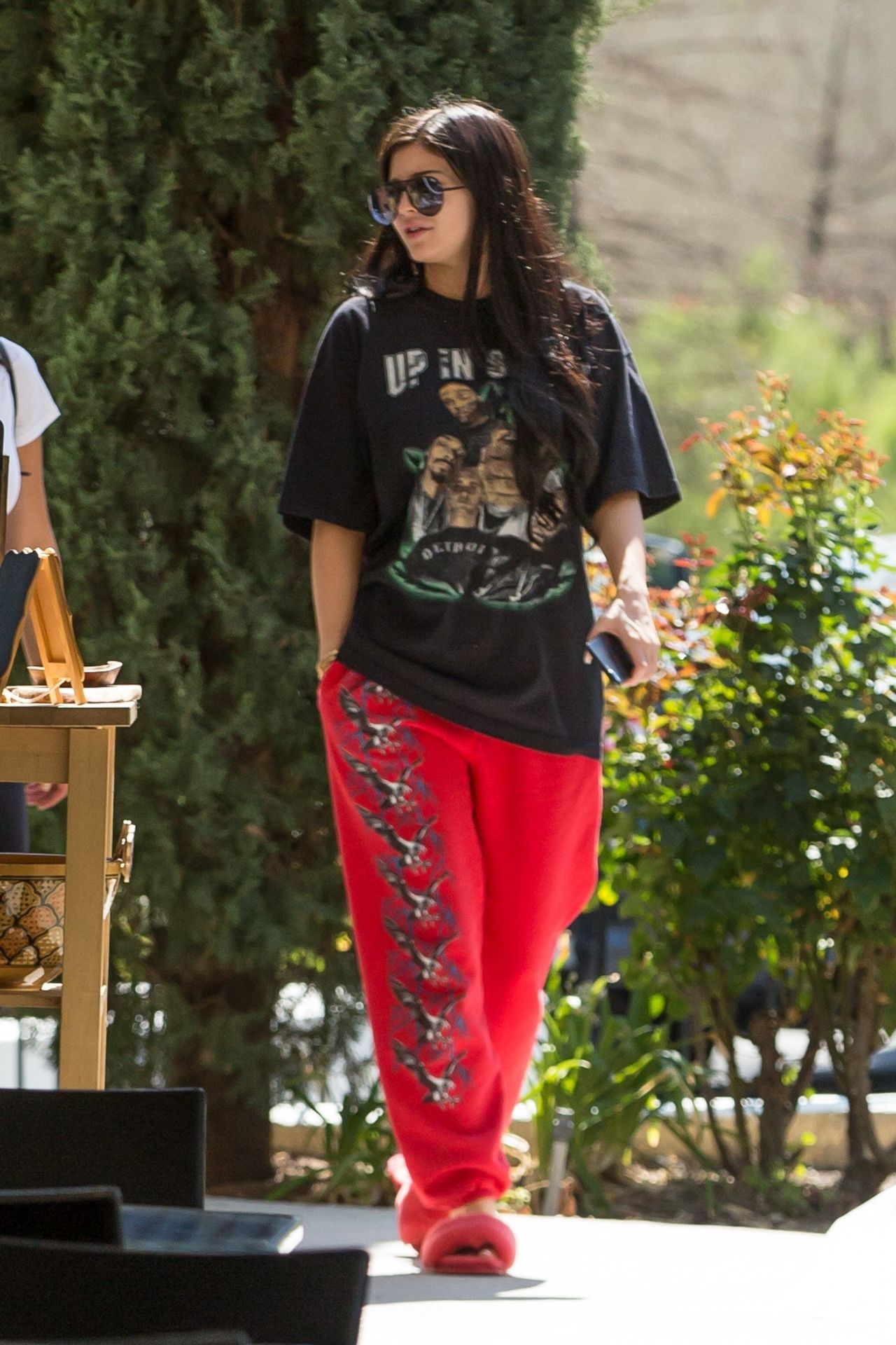 Kylie Jenner Street Style Blue Table In Los Angeles 08