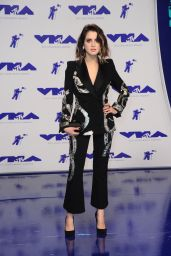 Laura Marano – MTV Video Music Awards in Los Angeles 08/27/2017