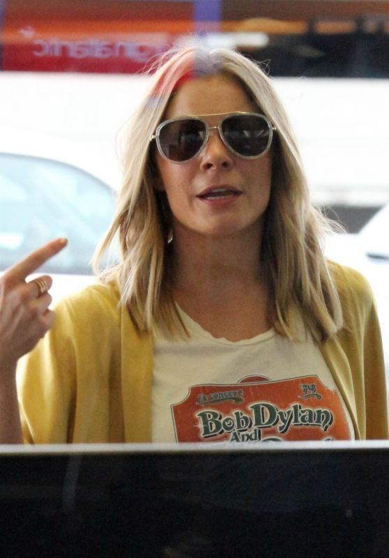 LeAnn Rimes at LAX in Los Angeles 08/16/2017