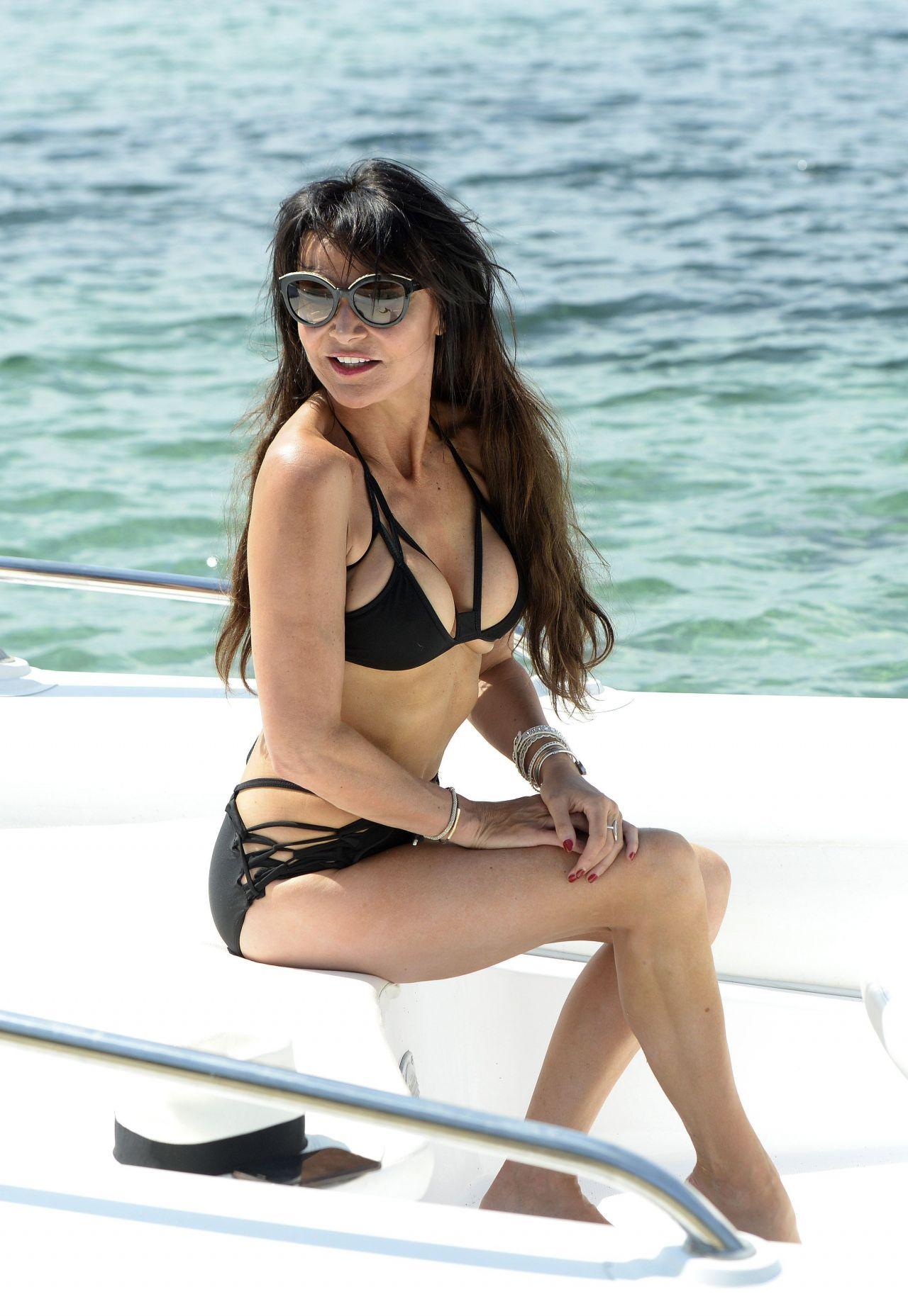 Bikini Lizzie Cundy nude (54 photos), Sexy, Hot, Selfie, legs 2017