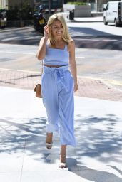 Mollie King Summer Style - Goes for a Meeting in the Isle of Dogs, London 08/11/2017