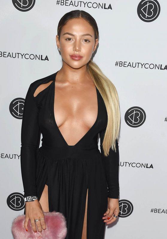 Nathalie Paris – Beautycon Festival in Los Angeles 08/12/2017