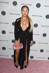 Nathalie Paris – Beautycon Festival in Los Angeles 08/12/2017
