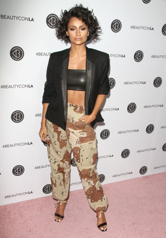 Nazanin Mandi – Beautycon Festival in Los Angeles 08/13/2017