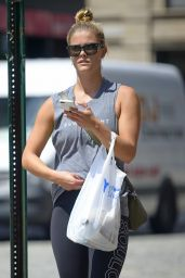 Nina Agdal - Buying Food After Workout in Tribeca, NYC 08/10/2017