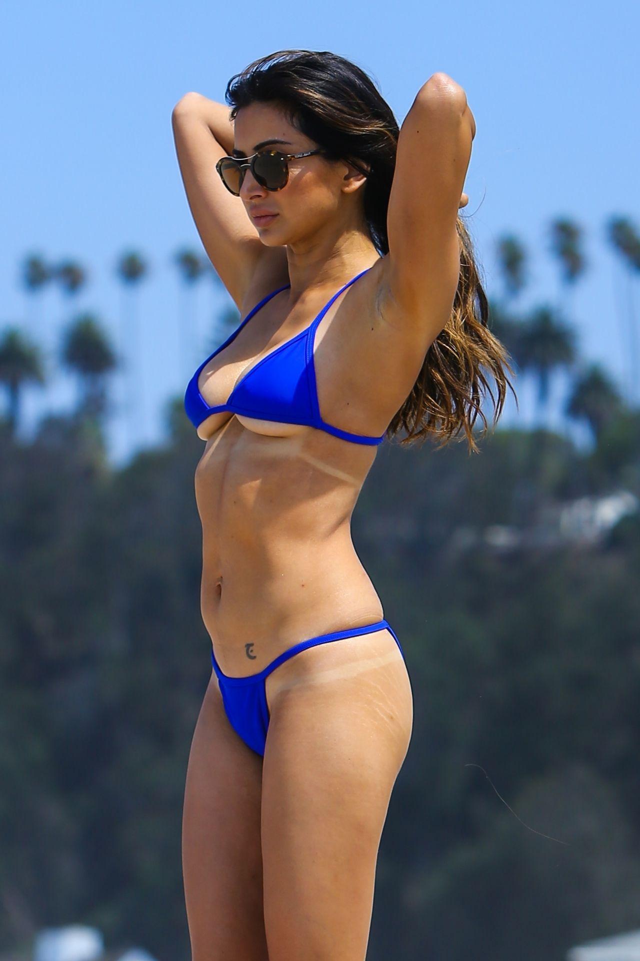 Noureen Dewulf In A Blue Bikini At The Beach In Santa -2333