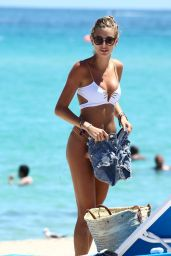 Olivia Pascale Hot in Bikini - Beach in Miami 08/30/2017