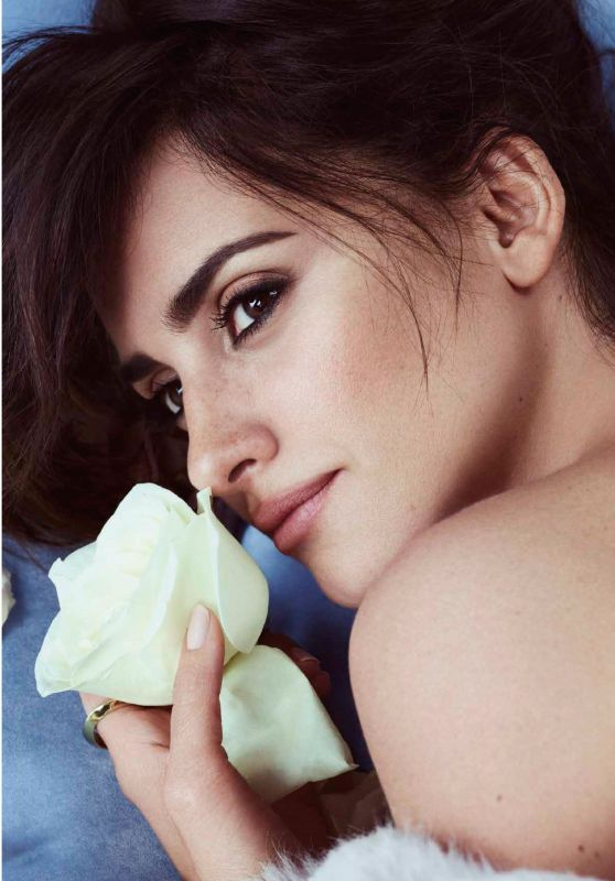 Penélope Cruz - Vanidades Magazine Chile - August 2017 Issue