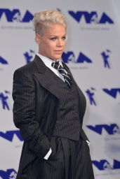 Pink – MTV Video Music Awards in Los Angeles 08/27/2017