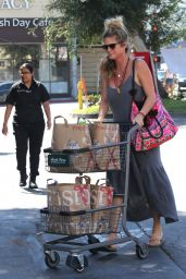 Rachel Hunter - Grocery Shopping at Bristol Farms in West Hollywood 08/10/2017