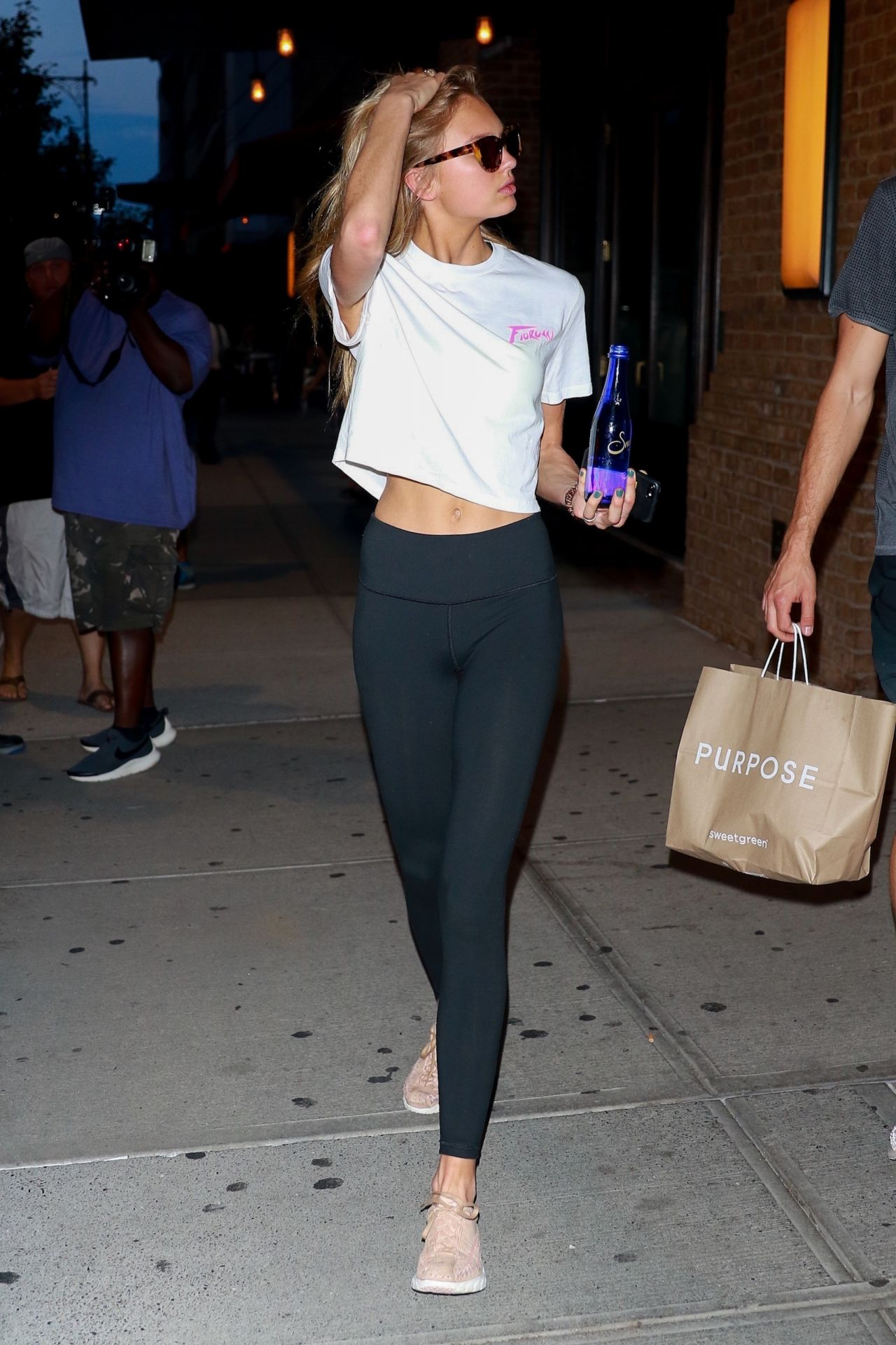 Romee strijd in tights walks with her boyfriend in new york