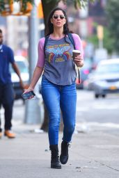 Sarah Silverman in Tight Jeans - New York 08/28/2017